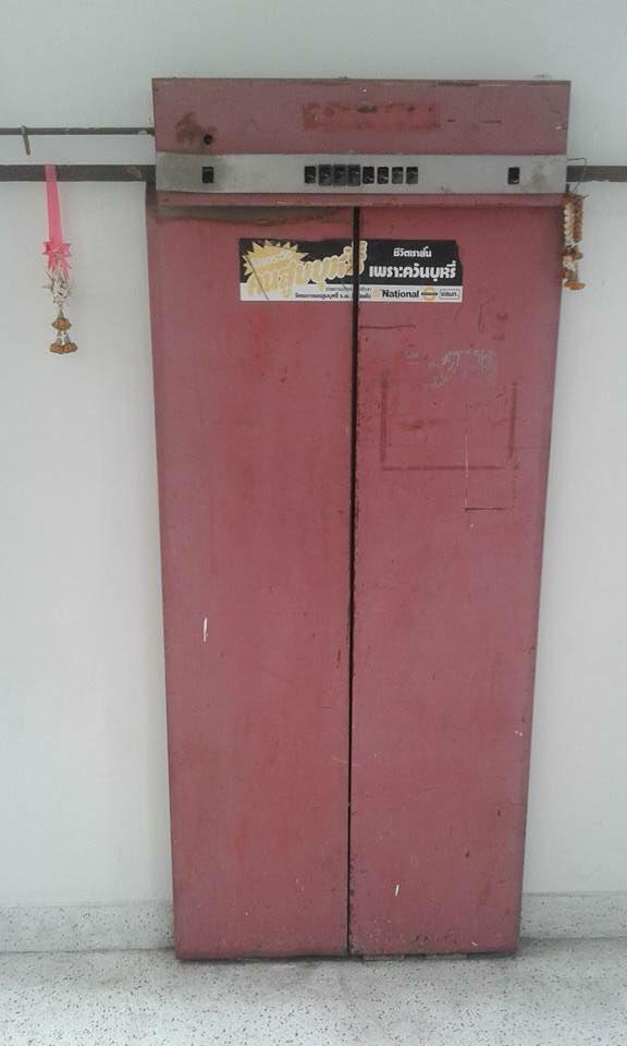 1. เรื่องหลอนของลิฟต์แดง