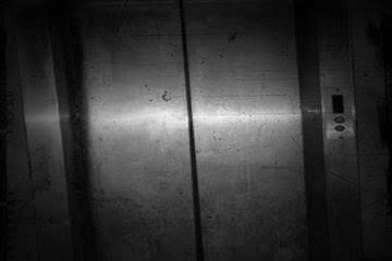 2. ลิฟต์ที่ชั้น 9